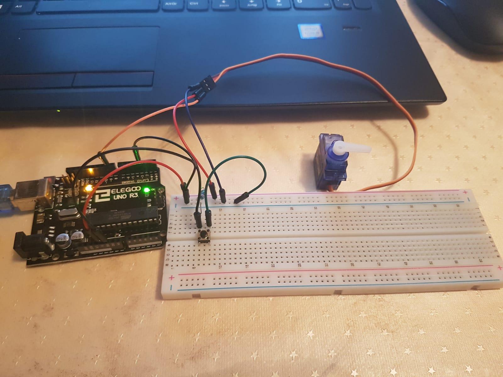 Proyecto con Arduino: operando un servo